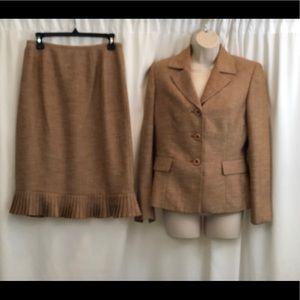 Le Suit 2 piece skirt suit size 6
